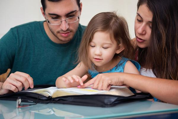 ¿Por qué es importante leer la Biblia en familia?